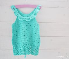 Crochet this cute girls top made of Phildar Phil Coton 3 for your (grand) daughter, niece or girl next door! Get your free crochet pattern. Débardeurs Au Crochet, Crochet Toddler, Baby Girl Crochet, Crochet Baby Clothes, Cute Crochet, Crochet For Kids, Crochet Shirt, Crochet Summer Tops, Crochet Tops