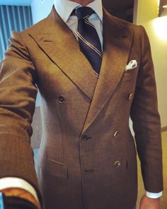 This is an example of a men's double breasted jacket. Sharp Dressed Man, Well Dressed Men, Suit Combinations, Classy Suits, La Mode Masculine, Mens Attire, Mens Fashion Suits, Suit And Tie, Dress Suits