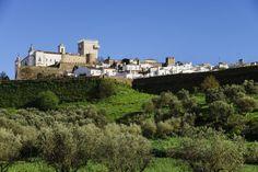 REstremoz  Su castillo convertido en 'pousada' es una recomendable parada para quienes vienen de Extremadura (la villa se encuentra a unos 54 kilómetros de Badajoz) camino de tierras portuguesas. La sala de audiencias del rey D. Dinis - Alentejo, Portugal