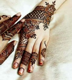 We are here with the most exciting Pakistani mehndi designs that can decorate your bridal look more than anything. Check these pretty mehndi designs out! Henna Hand Designs, Eid Mehndi Designs, Latest Simple Mehndi Designs, Pakistani Mehndi Designs, Mehndi Patterns, Mehndi Design Pictures, Mehndi Designs For Hands, Henna Tattoo Designs, Mehndi Images