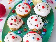 Lustige Muffins - kleine Kuchen mit Spaßfaktor - clownmuffins  Rezept