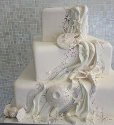 These subtle (ish) Star Wars decorations. | 27 Strikingly Beautiful Wedding Cake Details