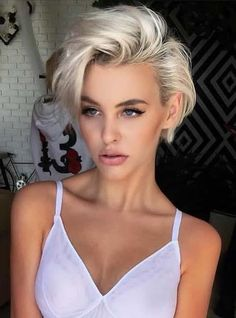 Looking for latest pixie haircuts for short hair? In this post we have compiled our latest pixie haircuts for short blonde haircuts to give bold and sexy hair looks. – Hair Styles - All For Little Girl Hair Blonde Pixie Haircut, Pixie Haircut Styles, Short Blonde Haircuts, Curly Hair Styles, Short Blonde Curly Hair, Haircut Short, Makeup For Short Hair, Cute Short Haircuts, Pixie Haircut Round Face