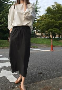 Simple Outfits, Casual Outfits, Fashion Outfits, Parisienne Style, Hijab Fashion Inspiration, College Fashion, Comfortable Fashion, Aesthetic Clothes, Minimalist Fashion