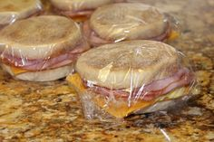 Make Your own Frozen Breakfast Sandwiches for pennies on the dollar, in only 15 mins!!! at 453 cal per sandwich, this recipe is brilliant and so easy. Check out their awesome blog: www.simplyplayfulfare.com/make-frozen-breakfast-sandwiches/