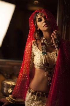 Indian Desi beauties Indian beautiful girl – Indian Desi Beauty – Indian Beautiful Girls and Ladies Indian Photoshoot, Saree Photoshoot, Beauty Full Girl, Beauty Women, Real Beauty, Bridal Elegance, Stylish Girl Images, Thing 1, Beautiful Girl Indian