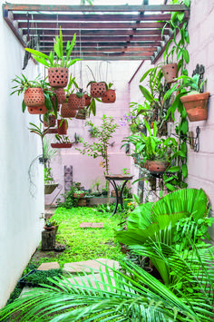 Not all houses have a large backyard. To overcome this, here is some small backyard garden inspiration that you can try. Backyard Garden Landscape, Small Backyard Gardens, Small Backyard Landscaping, Large Backyard, Garden Landscape Design, Balcony Gardening, Backyard Retreat, Terrace Garden, Garden Pallet