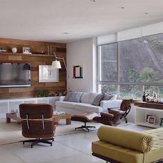Qué te parece este Family Room con ventana al patio .. Inspírate con Gogetit!