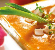 Kremowa zupa dyniowa z pomidorami i wędzonym kurczakiem