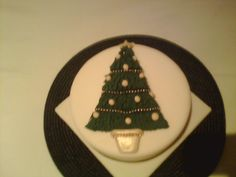 Simple christmas tree by Scrumptious Cakes Minehead
