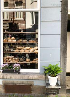 Maastricht: Le Salonard (Heidenstraat 2a) | waseigenes.com Netherlands, Holland, Places To Go, Restaurant, Table Decorations, Outdoor Decor, Furniture, Home Decor, Ideas