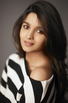 Alia Bhatt has done new photoshoot for her new movie. She look more cute in short sexy dresses. Have a look Alia Bhatt 25 Photos. Beautiful Bollywood Actress, Most Beautiful Indian Actress, Beautiful Actresses, Alia Bhatt Photoshoot, Glam Photoshoot, Bollywood Girls, Bollywood Celebrities, Bollywood Actors, Alia Bhatt Cute