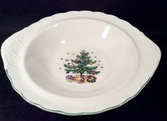 Nikko HAPPY HOLIDAYS Round Vegetable Serving Bowl with Tap Handle Dinnerware Christmas Tree Center with Stars MINT Condition a 44.00 value by libertyhallgirl on Etsy