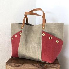 Risultato immagini per tutorial cabas reversibles Patchwork Bags, Quilted Bag, Bag Quilt, T Bag, Diy Handbag, Handbag Patterns, Jute Bags, Linen Bag, Denim Bag