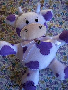white and purple cow in felt Felt Diy, Felt Crafts, Fabric Crafts, Sewing Crafts, Sewing Projects, Craft Projects, Stuffed Animal Patterns, Diy Stuffed Animals, Purple Cow