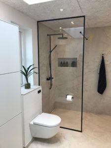 Bathroom Inspo, Bathroom Inspiration, Interior Inspiration, Shower Enclosure, Fashion Room, House Rooms, Small Bathroom, Interior Decorating, House Design