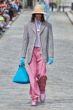 Fashion Week Paris Spring/Summer 2020 look 1 from the Louis Vuitton collection menswear Fashion Week Paris, Spring Fashion, Fashion Show, Fashion 2020, High Fashion, Womens Fashion, Fashion Trends, Vogue Paris, Louis Vuitton Homme