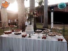 Barra de postres y pastel para boda
