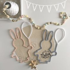 Des petits copains et des ballons Belle journée à tous #tricotin #laine #wool #cadeau #naissance #baby#babyboy #babygirl #lapin #rabbit #ballon #balloons #pink #grey #friends #guirlande #garland #bois #wood #gold #decoration #babyroom #instadeco #handmade #faitmain #handmade #madeinfrance