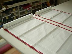 How to Make a Classic Roman Shade - NikkiDesigns Diy Window Shades, Diy Roman Shades, Cheap Curtains, Diy Curtains, Gypsy Curtains, Valance, Diy Blinds, Shades Blinds, House Windows