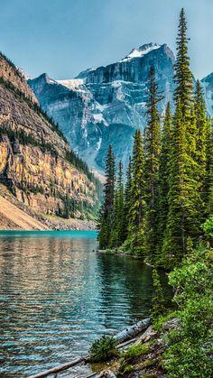 Moraine Lake, Canada travel landscape nature // take us there wanderlust travel.