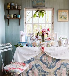 Set the scene for a country tea party - Afternoon tea table setting ideas Decor, Interior, Home, Table Settings, House Interior, Tea Table, Country Tea Party, Afternoon Tea Table Setting, Tea Table Settings