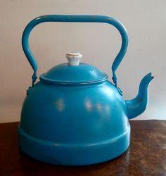 Turquoise Vintage Teapot.. €40,00, via Etsy.