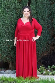 a520549389c Červené dlouhé plesové společenské šaty pro plnoštíhlé. Ceny na  www.svatebninella.cz  plesovéšaty