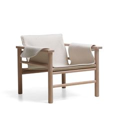 The Safari Chair Hanna is made out of a white pigmented Oak. Hanna's supporting fabric in both the seat and back are made in linen. Chaise Chair, Armchair, Home Furniture, Furniture Design, Outdoor Furniture, Outdoor Chairs, Outdoor Decor, Soft Furnishings, Lounge
