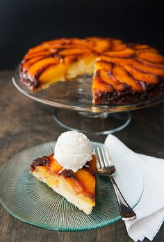 PEACH UPSIDE DOWN CAKE  3 tbsps unsalted butter;  3/4 cup light brown suga;r  3-4 large peaches, peeled and sliced thick (like 3/4-inch thick); – :::cake::: –  8 tbsps unsalted butter, softened;  3/4 cup sugar;  1 tsp vanilla extract;  2 eggs, room temperature;  1 1/2 cups (210 g) flour;  1 1/2 tsps baking powder, aluminum-free; 1/4 tsp salt;  1/2 cup (125 ml) whole milk, room temperature.