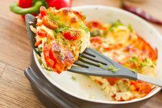 Omlette mit Käse und Tomate
