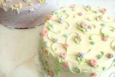 マグノリアベーカリーではカップケーキの他に、パーティー用にもピッタリなホールケーキを販売しています。