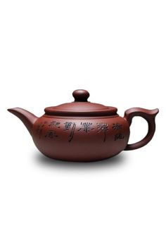 Purple clay teapots in China have a history of thousands of years of use. They are the most suitable containers for brewing tea. Purple clay soil is a special natural soil containing iron.  Specification: 17.5cm x 8.5cm - Material: purple clay Handmade-Kung Fu Teapot by The Tea Farm. Home & Gifts - Home Decor - Dining - Serveware Home & Gifts - Home Decor - Dining - Kitchen Tools Honolulu Hawaii