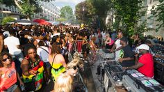 Find location, travel and safety information for the 2019 Notting Hill Carnival. Plus, tips for visiting Notting Hill Carnival with children. Notting Hill Carnival, Lightweight Jacket, Masquerade, Glamour, Silhouette, London, Celebrities, People, Oxford