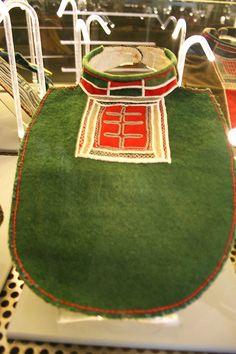 Samisk krage med tinntrådsbroderi fra Lule Lappmark, Sverige. Traditional Sami collar with pewter embroidery from Lule Lappmark in Sweden by saamiblog, via Flickr