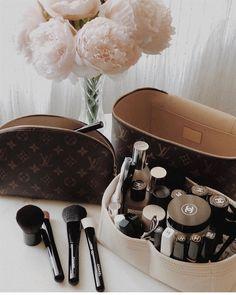 Chanel Backpack, Chanel Purse, Dior Handbags, Louis Vuitton Handbags, Sacs Louis Vuiton, Luxury Lifestyle Women, Chanel Beauty, Latest Bags, Bag Organization