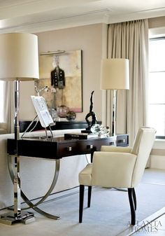 A stylish Century desk and Mariette Himes Gomez chair, illuminated by a pair of dramatic floor lamps, fashion an efficient home. Home office ideas and inspiration Small Living, Living Spaces, Living Rooms, Mesa Sofa, Bureau Design, Home Office Space, Office Spaces, Office Art, Office Ideas