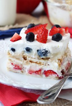 Cheesecake-flavored pudding, Golden Oreos, strawberries, blueberries, Cool Whip, milk...are you convinced yet? I am:) Bring on the 4th:)