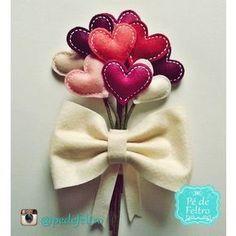 Buquê de Feltro Marsala - Daminhas Felt Decorations, Handmade Decorations, Felt Flowers, Fabric Flowers, Fabric Flower Headbands, Geek Wedding, Diy Wedding Flowers, Fabric Jewelry, Felt Hearts