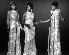 The Supremes Diana Ross Mary & Florence smiling & singing 1960's 8x10 Photo