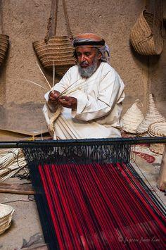 Weaving baskets-Bait al Safah – Al Hamra's Living Museum Salalah Oman, Sultan Qaboos, Sultanate Of Oman, Amazing Gifs, Tallit, Old Fort, Oman Travel, Photos Of The Week, Weaving