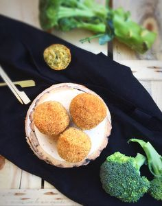 Polpette di broccolo con cuore morbido Broccoli, Picnic, Muffin, Cooking, Breakfast, Food, Vegan, Kitchen, Morning Coffee