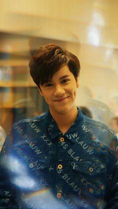 Boyfriend Photos, Wallpaper Aesthetic, Boy Celebrities, Boys Wallpaper, Boy Pictures, Actor Photo, Thai Drama, Dimples, Boyfriend Material