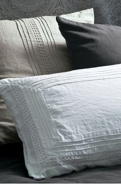 natural linen,graphite and pure white... perfect colour combo.. with the odd touch of berry/purple tones