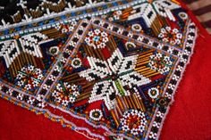 MED PINNER OG GARN, og mere til...: En liten skatt Scandinavian Embroidery, Afghan Dresses, Cute Designs, Betta, Bohemian Rug, Sewing, Norway, How To Make, Outfits