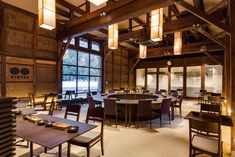 日本100名城のひとつで、雲海の上にそびえ立つ光景から、近年「天空の城」、「東洋のマチュピチュ」などと紹介され、全国的にもその名前が知れ渡った「竹田城跡」の麓、兵庫県朝来市和田山町竹田地区。… Japanese Bar, Japanese Modern, Restaurant Concept, Restaurant Bar, Restaurant Interior Design, Hospitality Design, Cafe Bar, Cafe Design, Interior Architecture