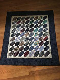 Diy Necktie Projects, Mens Ties Crafts, Tie Crafts, Sewing Projects, Fabric Crafts, Sewing Ideas, Quilts For Men Patterns, Quilt Patterns, Quilting Ideas