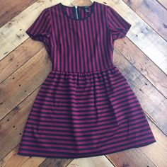 Forever 21 Dress Kinda short. Stretchy material. Very comfortable and cute. Zipper in the back. Brand new condition. Forever 21 Dresses Mini