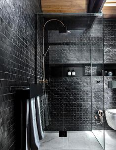 Moody modern bathroom with black tiles and fittings Bathroom Design Layout, Bathroom Tile Designs, Bathroom Interior Design, Interior Decorating, Design Kitchen, Decorating Ideas, Interior Simple, Black Interior Design, Black Tile Bathrooms
