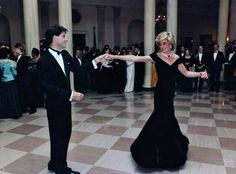 November 1985 : Princess Diana dancing with John Travolta